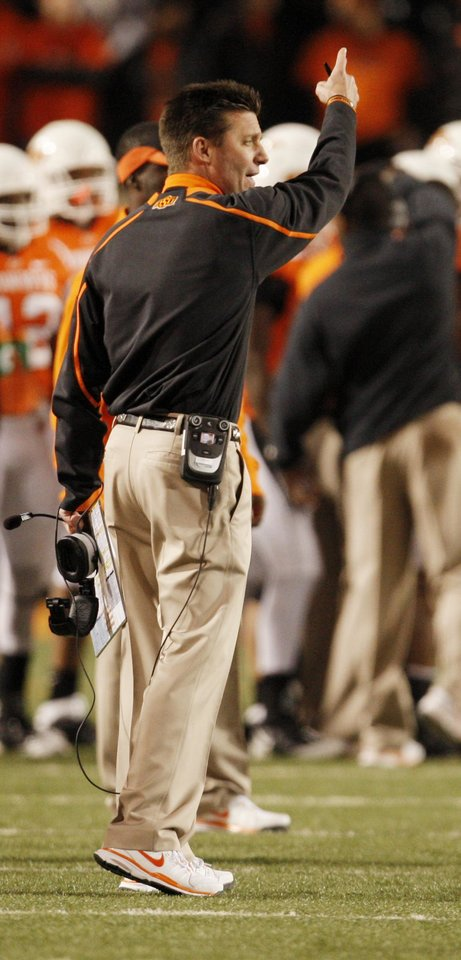 Photo - Cowboy head coach Mike Gundy helps the officials during the college football game between Oklahoma State University (OSU) and Texas Tech University at Boone Pickens Stadium in Stillwater, Okla. Saturday, Nov. 14, 2009. Photo by Doug Hoke, The Oklahoman