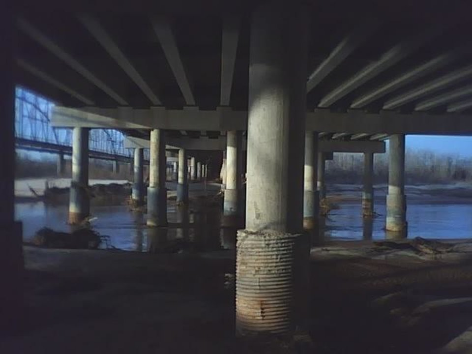 under a bridge..<br/><b>Community Photo By:</b> Tama<br/><b>Submitted By:</b> Tama, Midwest