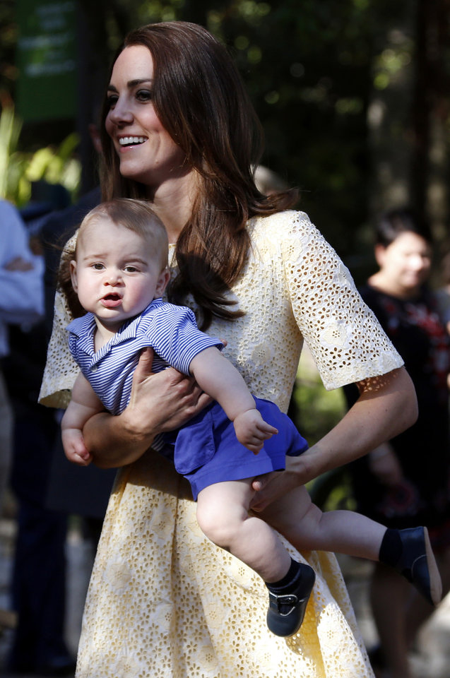 Photo -  Catherine, the Duchess of Cambridge, her son Prince George during a visit to Sydney's Taronga Zoo April 20, 2014. The Prince and his wife Kate are undertaking a 19-day official visit to New Zealand and Australia with their son George. (AP Photo/David Gray/Pool)