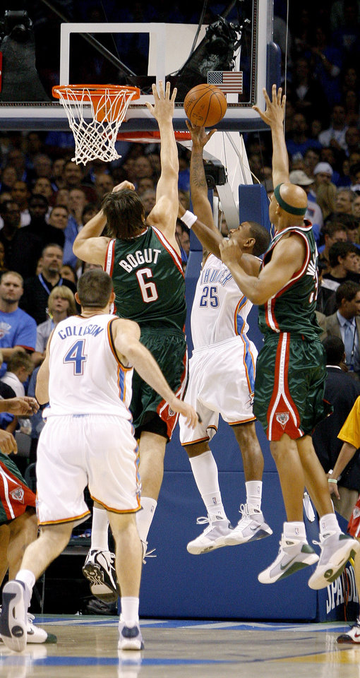 Photo - Earl Watson scores the first basket for the Oklahoma City Thunder during the opening NBA basketball game between the Oklahoma City Thunder and the Milwaukee Bucks at the Ford Center in Oklahoma City, Wednesday, October 29, 2008.  BY BRYAN TERRY, THE OKLAHOMAN