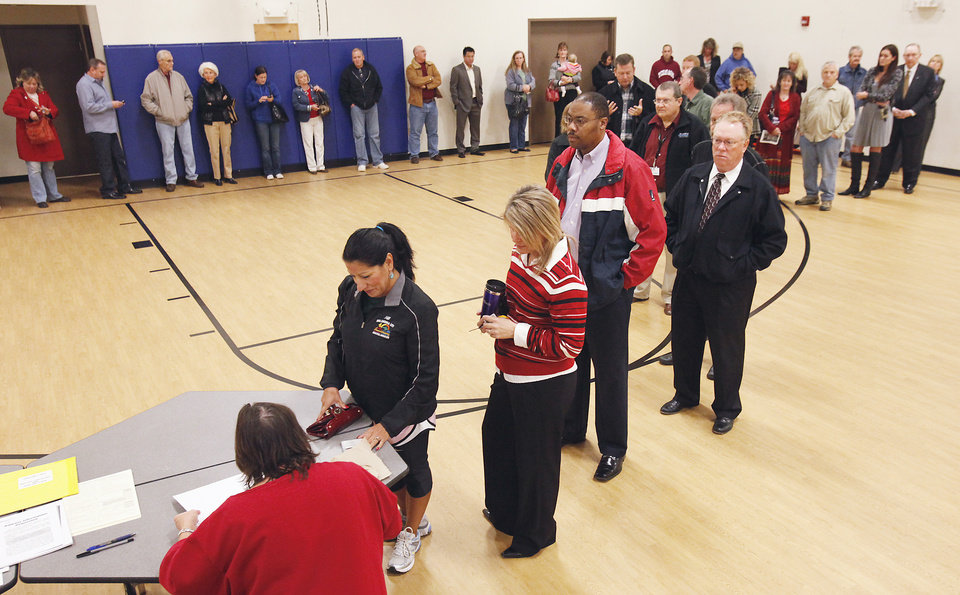 Photo - Voters line up at Deer Creek Middle School, Tuesday,  November 2, 2010.    Staff photo by David McDaniel, The Oklahoman
