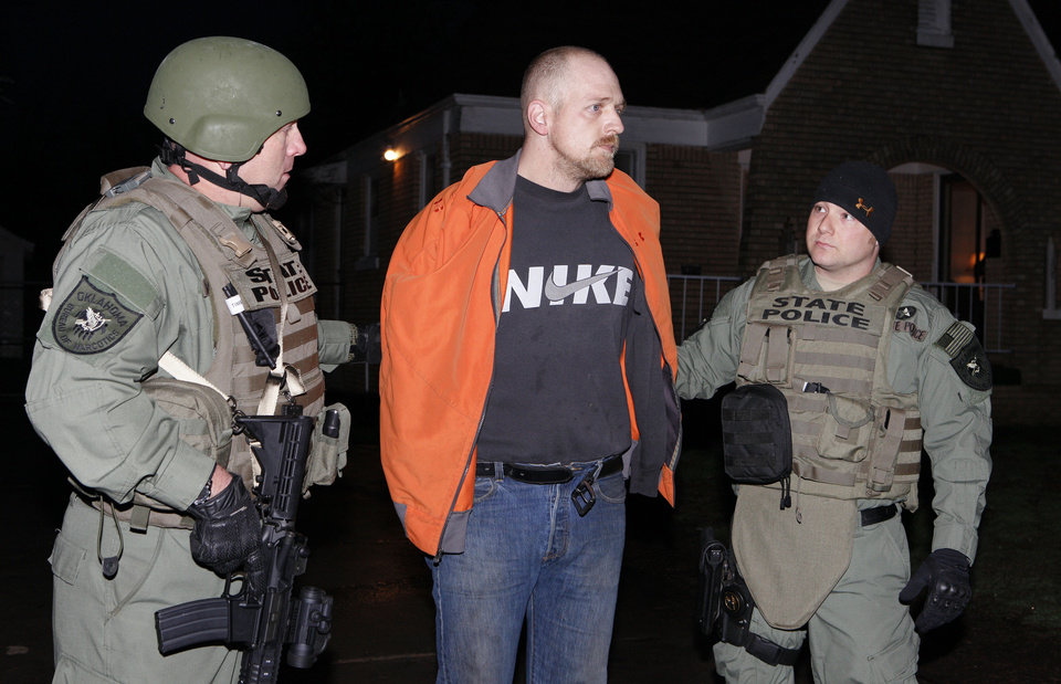 Agents with the Oklahoma Bureau of Narcotics and Dangerous Drugs Control and local law enforcement agencies arrest Daren Wade Spencer at 3312 NW 25 in Oklahoma City. Photo by Paul B. Southerland, The Oklahoman <strong>PAUL B. SOUTHERLAND</strong>