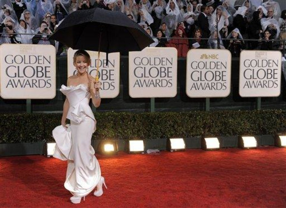 Kate Hudson arrives at the 67th Annual Golden Globe Awards on Sunday, Jan. 17, 2010, in Beverly Hills, Calif. (AP Photo/Chris Pizzello)