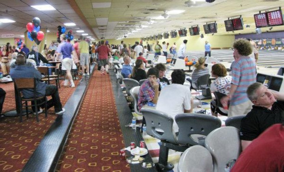 At the sold-out Blake Griffin Bowling Down Cancer Charity Event, participants bowled at the AMF Moore Lanes iand raised more than $100,000 for the Wilson Holloway scholarship fund and Stand Up 2 Cancer. PHOTO BY LILLIE-BETH BRINKMAN, THE OKLAHOMAN.  <strong></strong>