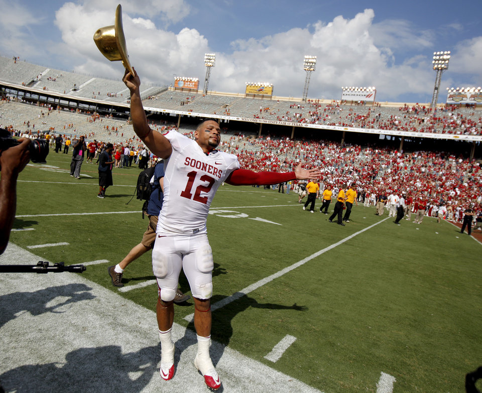 Oklahoma's Travis Lewis celebrates with the Golden Hat trophy the Red River Rivalry college football game between the University of Oklahoma Sooners (OU) and the University of Texas Longhorns (UT) at the Cotton Bowl in Dallas, Saturday, Oct. 8, 2011. Oklahoma won 55-17. Photo by Bryan Terry, The Oklahoman