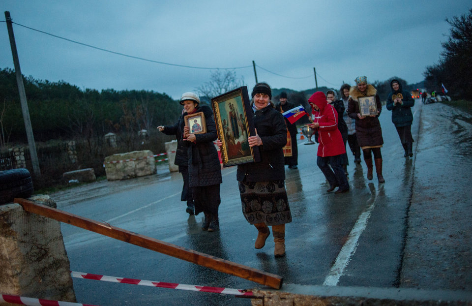 Photo - Pro-Russian activists carry Orthodox Icons at a checkpoint outside the Ukrainian Black Sea port of Sevastopol in the Crimea, Ukraine, Thursday, Feb. 27, 2014. Russia scrambled fighter jets to patrol its border, reportedly gave shelter to the country's fugitive president and stood by as pro-Russian gunmen stormed offices of Ukraine's strategic region, deepening the crisis for the new Ukrainian government even as it was being formed. (AP Photo/Andrew Lubimov)