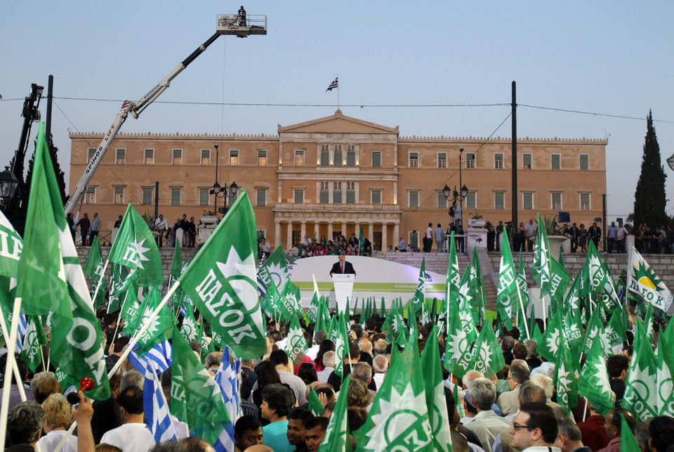 Photo -   Greece's socialist leader, Evangelos Venizelos of the PASOK party, speaks in central Athens' Syntagma Square on Friday, May 4, 2012. Fewer than 5,000 people turned up at the socialists' final rally ahead of Sunday's election. (AP Photo/Thanassis Stavrakis)