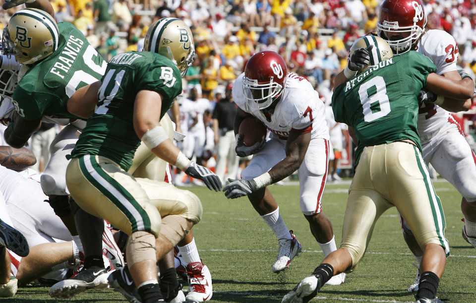 DeMarco Murray heads for the end zone in the second half during the college football game between Oklahoma (OU) and Baylor University at Floyd Casey Stadium in Waco, Texas, Saturday, October 4, 2008.   BY STEVE SISNEY, THE OKLAHOMAN