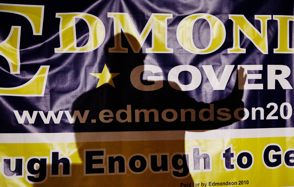 Photo - A campaign official rallies Edmondson supporters early at gubernatorial primary election watch party for Drew Edmondson at the Sheraton Hotel in downtown Oklahoma City, Tuesday, July 27, 2010.  Photo by Jim Beckel, The Oklahoman