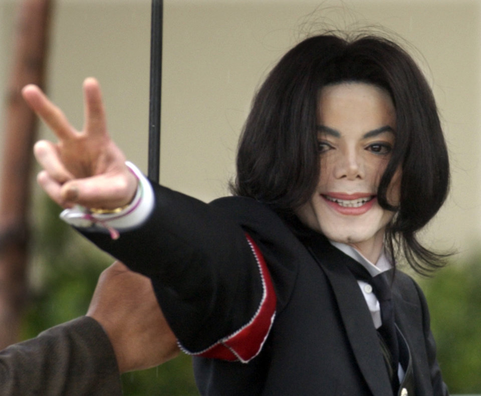 Photo - Pop star Michael Jackson arrives for the first day of his child molestation trial at the Santa Barbara County Superior Court Monday, Feb. 28, 2005, in Santa Maria, Calif. The prosecution and defense teams were presenting their opening statements to the judge and jury . (AP Photo/Michael A. Mariant)
