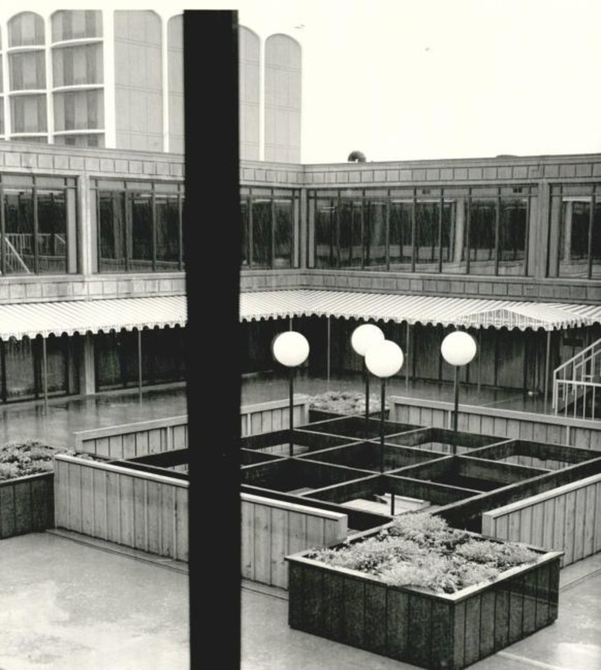 Photo -  The original open air areas inside the former Lincoln Plaza office complex was limited to providing daylight for interior facing offices. [OKLAHOMAN ARCHIVES]