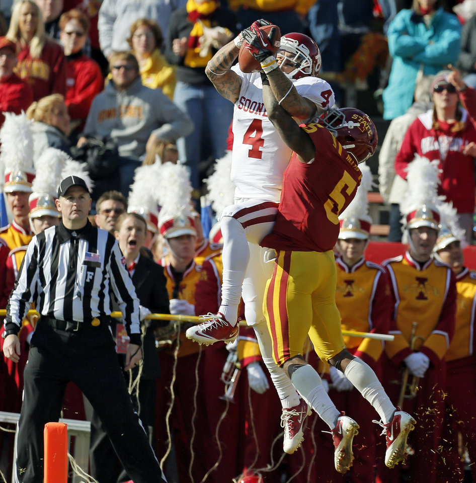 Photo - Oklahoma's Kenny Stills (4) catches a touchdown pass against Iowa State's Jeremy Reeves (5) in the second quarter during a college football game between the University of Oklahoma (OU) and Iowa State University (ISU) at Jack Trice Stadium in Ames, Iowa, Saturday, Nov. 3, 2012. Photo by Nate Billings, The Oklahoman
