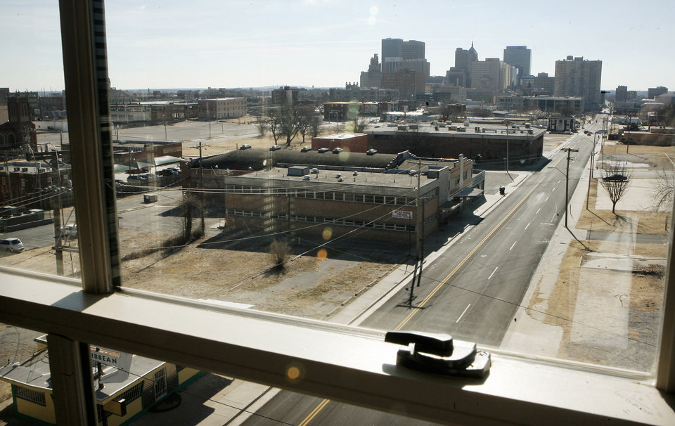 Photo - RENOVATE / RENOVATION: View looking towards downtown from a sixth floor apartment of the renovated Sieber Hotel in Oklahoma City Monday, Jan. 19, 2009. BY PAUL B. SOUTHERLAND, THE OKLAHOMAN ORG XMIT: KOD