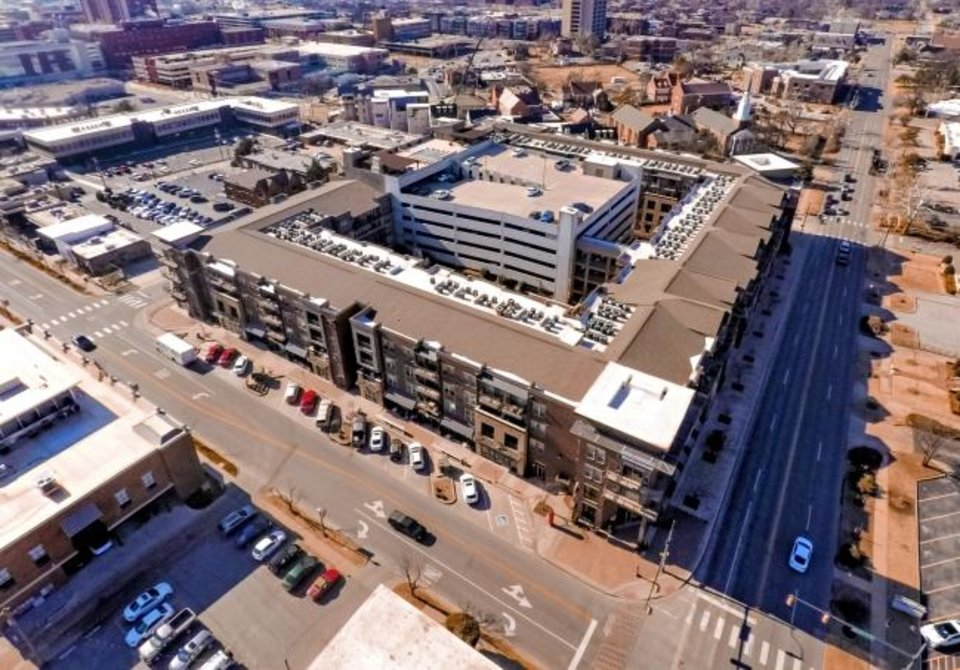 Photo -  The Edge at Midtown Apartments located at 1325 N Walker Ave. was sold for $55 million on Tuesday, setting a new sales record of $220,000 per unit. [CHRIS LANDSBERGER/THE OKLAHOMAN]