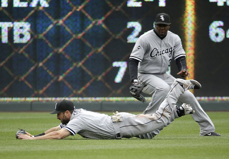 Photo - Chicago White Sox left fielder Adam Eaton fields a single by Kansas City Royals' Omar Infante during the second inning of a home opener baseball game on Friday, April 4, 2014, in Kansas City, Mo. (AP Photo/Charlie Riedel)