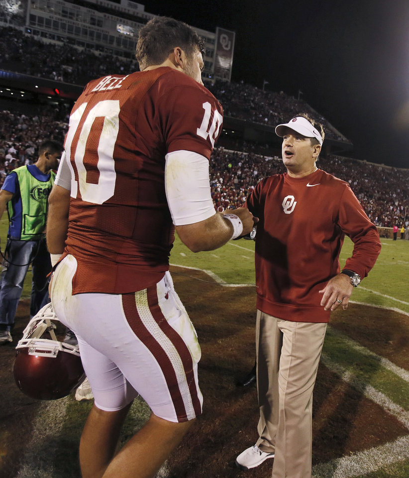 Photo - Bob Stoops congratulates Oklahoma's Blake Bell (10) after the 20-17 win over TCU during the college football game between the University of Oklahoma Sooners (OU) and the Texas Christian University Horned Frogs (TCU) at the Gaylord Family-Oklahoma Memorial Stadium on Saturday, Oct. 5, 2013 in Norman, Okla.   Photo by Chris Landsberger, The Oklahoman