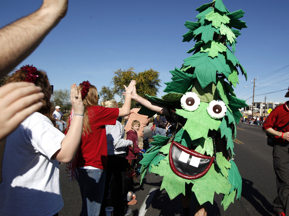 The Stanford University tree cheers with fans during the Fiesta Bowl parade in Phoenix, Ariz., Saturday, Dec. 31, 2011. Photo by Sarah Phipps, The Oklahoman ORG XMIT: KOD