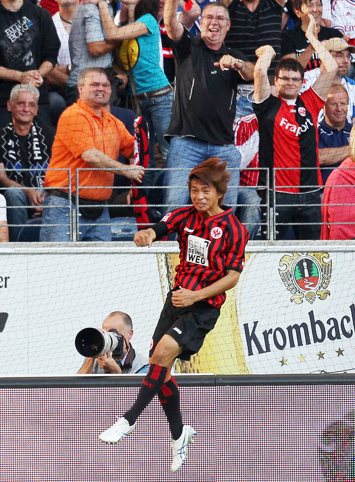 Photo -   Frankfurt's Takashi Inui of Japan celebrates his side's opening goal during the German first division Bundesliga soccer match between Eintracht Frankfurt and Hamburger SV in Frankfurt, Germany, Sunday, Sept. 16, 2012. (AP Photo/MichaelProbst) - NO MOBILE USE UNTIL 2 HOURS AFTER THE MATCH, WEBSITE USERS ARE OBLIGED TO COMPLY WITH DFL-RESTRICTIONS, SEE INSTRUCTIONS FOR DETAILS -