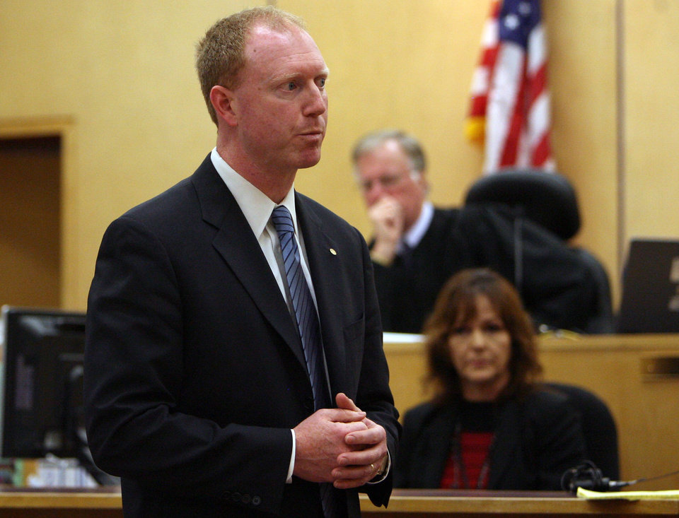 Photo -   Prosecutor Grant Blinn gives his closing arguments in the voyeurism trial of Steve Powell ,Tuesday, May 15, 2012, in Tacoma, Wash. Powell is the father-in-law of missing Utah mother Susan Powell. (AP Photo/The Salt Lake Tribune, Steve Griffin) DESERET NEWS OUT; LOCAL TV OUT; MAGS OUT