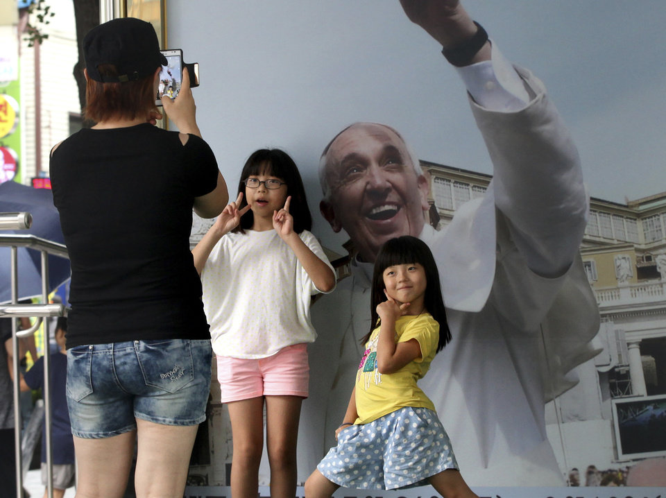 Photo - Children pose with a poster of Pope Francis entitled