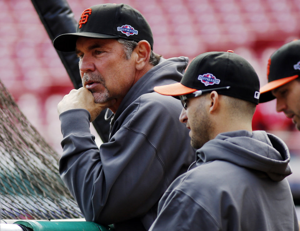 Photo -   San Francisco Giants manager Bruce Bochy, left, watches batting practice with Marco Scutaro prior to Game 4 of the National League division baseball series against the Cincinnati Reds, Wednesday, Oct. 10, 2012, in Cincinnati. (AP Photo/David Kohl)