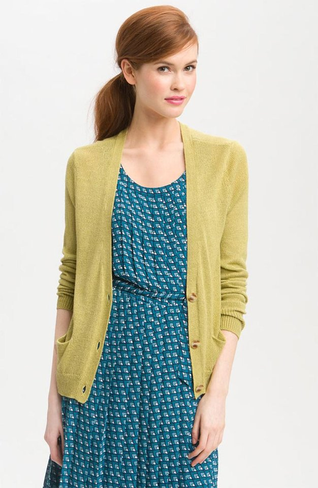 Photo - For a similar look donned by Jessica Alba during a Sunday brunch, try this Halogen boxy v-neck cardigan from Nordstrom.com for $29.90. (Courtesy Nordstrom.com via Los Angeles Times/MCT)