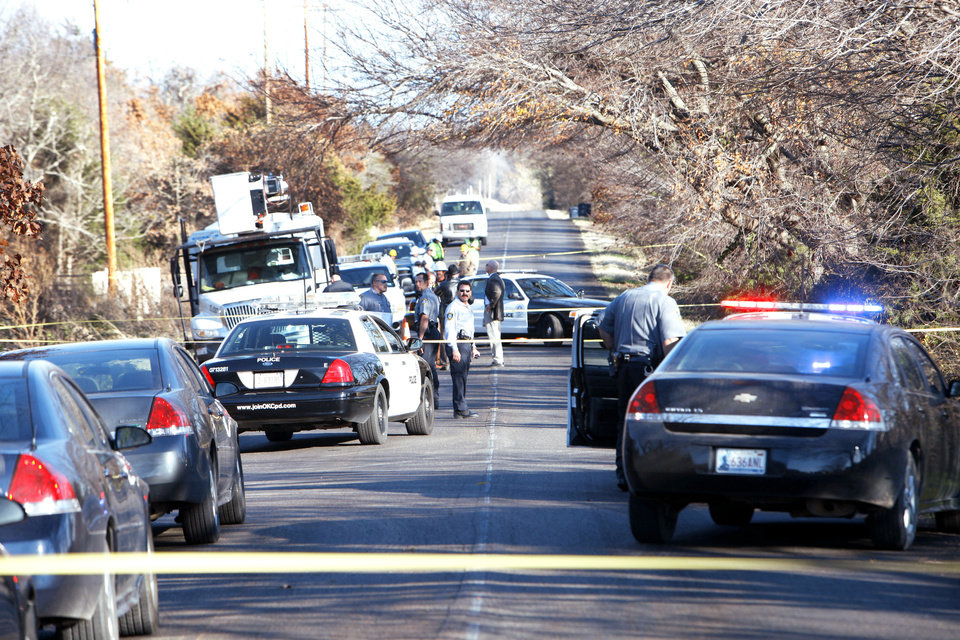 Photo - Oklahoma city police investigate a body found Wedneday along E Wilshire Boulevard near Air Depot. Photo By David McDaniel, The Oklahoman