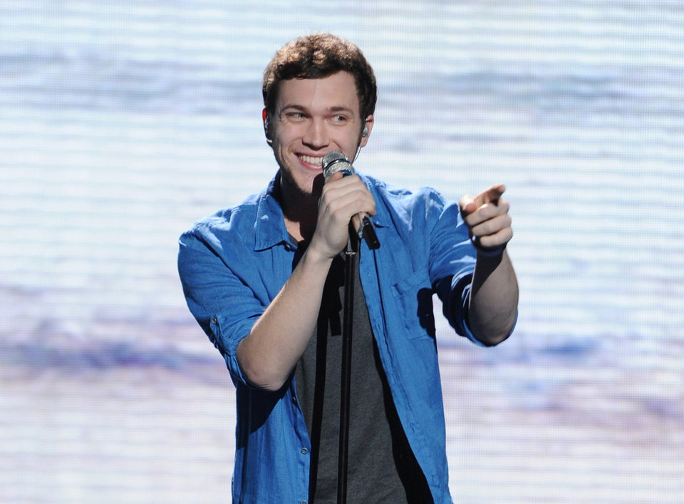 Photo -   FILE - In this May 9, 2012 file photo provided by Fox, contestant Phillip Phillips performs on the singing competition series