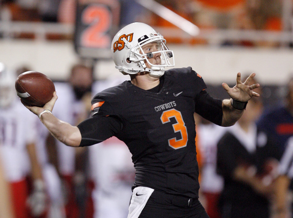 Photo - Oklahoma State's Brandon Weeden throws a pass during the Cowboys 37-14 win over Arizona on Thursday in Stillwater. PHOTO BY BRYAN TERRY, The Oklahoman
