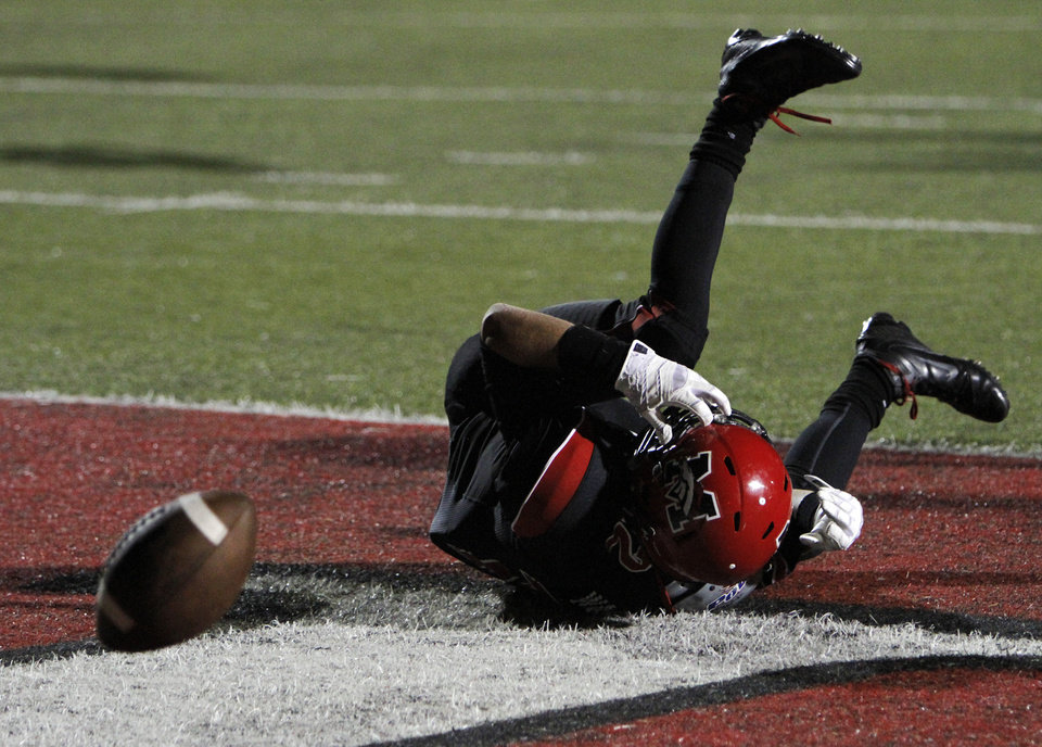 Photo - Mustang's Brody Feldmann (13) misses a catch during a high school football game between Mustang and Stillwater in Mustang, Okla., Friday, Sept. 14, 2012.  Photo by Garett Fisbeck, The Oklahoman