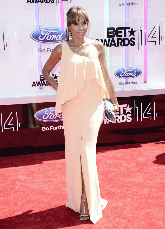 Photo - Holly Robinson Peete arrives at the BET Awards at the Nokia Theatre on Sunday, June 29, 2014, in Los Angeles. (Photo by Dan Steinberg/Invision/AP)