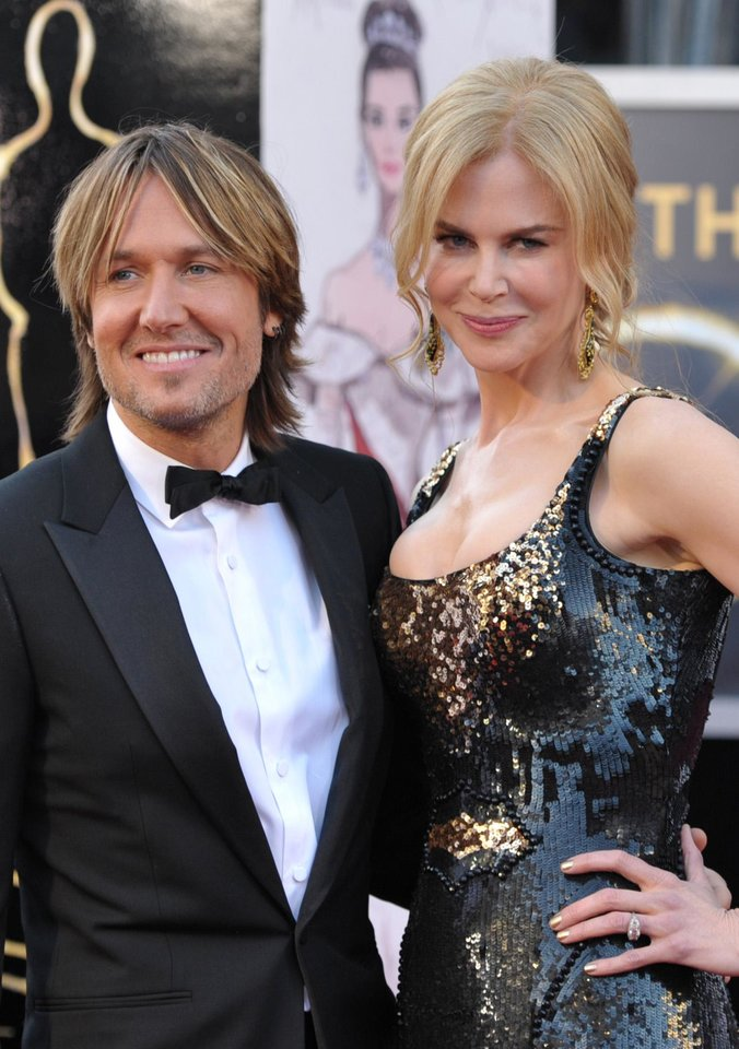 Photo - Musician Keith Urban, left, and actress Nicole Kidman arrive at the Oscars at the Dolby Theatre on Sunday Feb. 24, 2013, in Los Angeles. (Photo by John Shearer/Invision/AP)