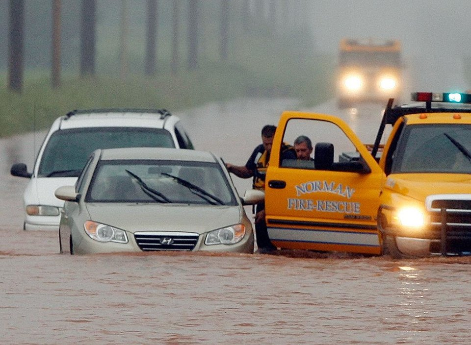 Public safety officers rescue motorists from stalled vehicles on Franklin Road during heavy rain in 2008. THE OKLAHOMAN ARCHIVES <strong>STEVE SISNEY</strong>