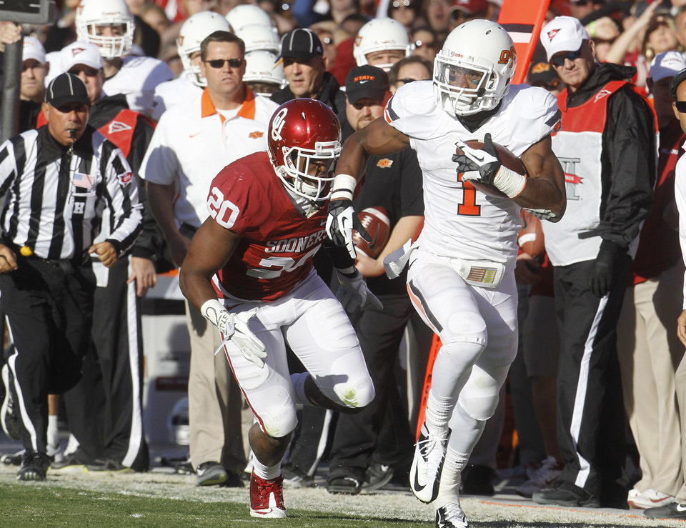 Photo - Oklahoma State running back Joseph Randle (1) carries in front of Oklahoma linebacker Frank Shannon in the second quarter of an NCAA college football game in Norman, Okla., Saturday, Nov. 24, 2012. (AP Photo/Sue Ogrocki)