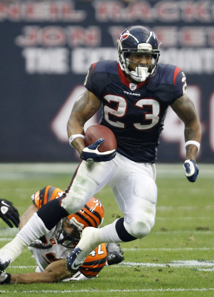 Photo -   Houston Texans running back Arian Foster (23) evades Cincinnati Bengals strong safety Chris Crocker (42) during the second quarter of an NFL wild card playoff football game Saturday, Jan. 7, 2012, in Houston. (AP Photo/Eric Gay)
