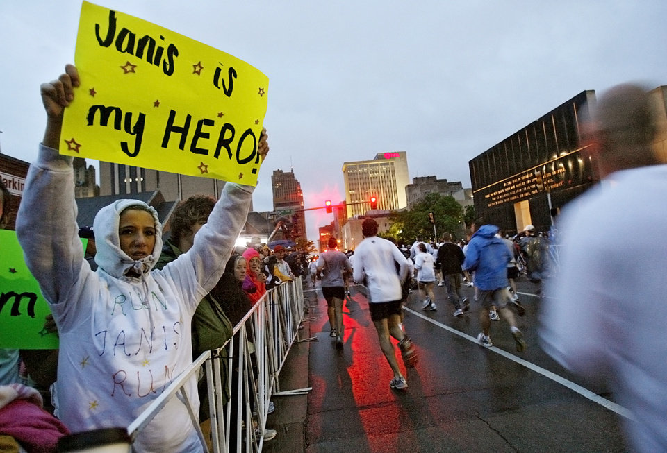 Kaytlin Nicholson holds a sign as she cheers on runners during the eighth annual Oklahoma City Memorial Marathon on Sunday , April 27, 2008, in Oklahoma City, Okla.   PHOTO BY CHRIS LANDSBERGER   ORG XMIT: KOD