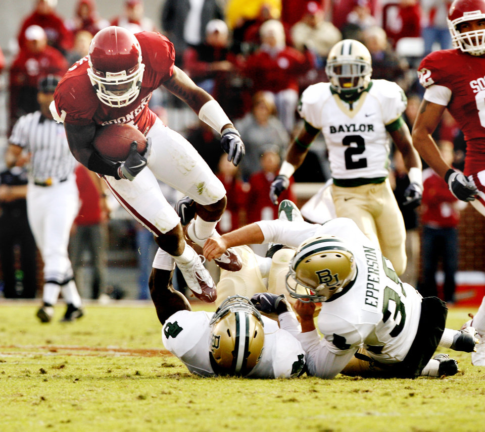 Photo - Dominique Frantks is tackled by the punter Derekn Epperson after a long return during the second half of the college football game between The University of Oklahoma Sooners (OU) and the Baylor Bears at the Gaylord Family-Oklahoma Memeorial Stadium on Saturday, Oct. 10, 2009, in Norman, Okla.