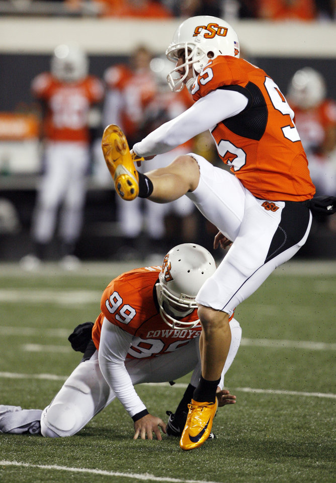 Photo - Dan Bailey (95) kicks a field goal during the second half of the college football game between Oklahoma State University (OSU) and the University of Missouri (MU) at Boone Pickens Stadium in Stillwater, Okla. Saturday, Oct. 17, 2009.  Photo by Steve Sisney, The Oklahoman