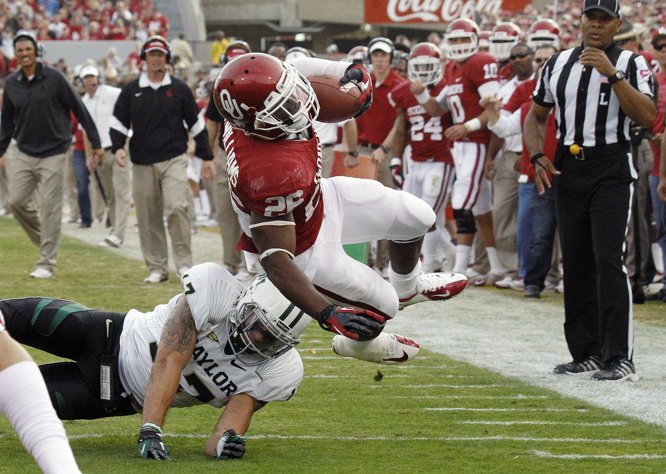 Photo -   Oklahoma running back Damien Williams (26) is upended by Baylor safety Mike Hicks (17) short of the goal line in the second quarter of an NCAA college football game in Norman, Okla., Saturday, Nov. 10, 2012. (AP Photo/Sue Ogrocki)