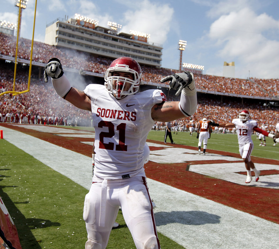 Photo - Oklahoma's Tom Wort (21) celebrates after a touchdown by Oklahoma's Demontre Hurst (6) during the Red River Rivalry college football game between the University of Oklahoma Sooners (OU) and the University of Texas Longhorns (UT) at the Cotton Bowl in Dallas, Saturday, Oct. 8, 2011. Photo by Bryan Terry, The Oklahoman