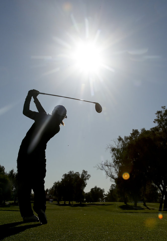 Photo - Lydia Ko, of New Zealand, watches her tee shot on the 12th hole during the first round at the LPGA Kraft Nabisco Championship golf tournament Thursday, April 3, 2014 in Rancho Mirage, Calif. (AP Photo/Chris Carlson)