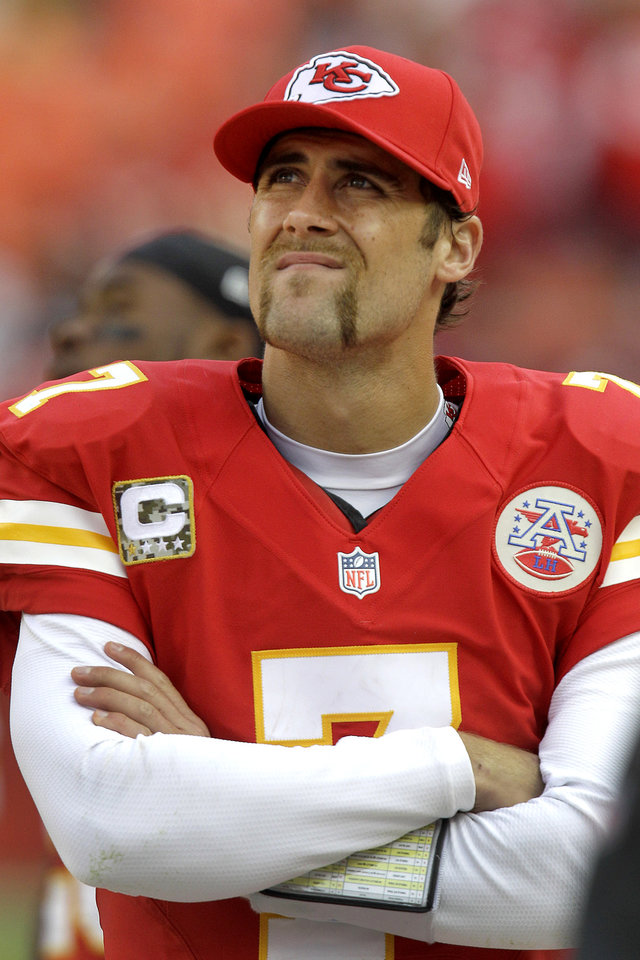 Photo -   Kansas City Chiefs quarterback Matt Cassel watches from the sidelines after coming off the field during the second half of an NFL football game against the Cincinnati Bengals, Sunday, Nov. 18, 2012, in Kansas City, Mo. (AP Photo/Chris Ochsner)