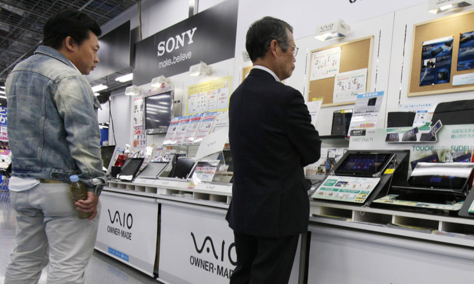 Photo - Shoppers look at a Sony's product at a  electronics store in Tokyo,Thursday, May 9, 2013. Sony Corp. is back in the black for the fiscal fourth quarter, recording a 93.9 billion yen ($948 million) profit, with big help from a weaker yen that boosts overseas earnings.  (AP Photo/Koji Sasahara)