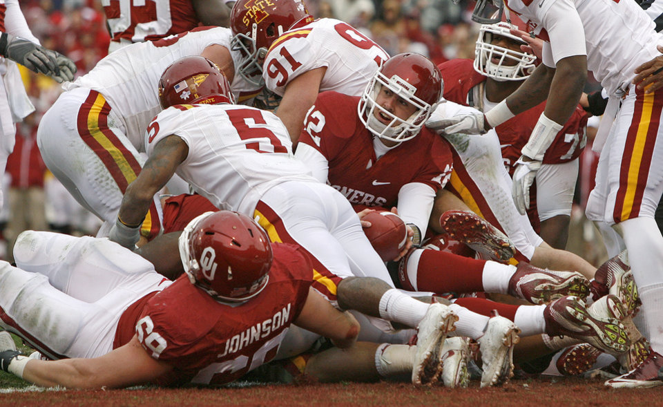 Oklahoma's Landry Jones (12) comes up short of the goal line during a college football game between the University of Oklahoma Sooners (OU) and the Iowa State University Cyclones (ISU) at Gaylord Family-Oklahoma Memorial Stadium in Norman, Okla., Saturday, Nov. 26, 2011. Photo by Bryan Terry, The Oklahoman