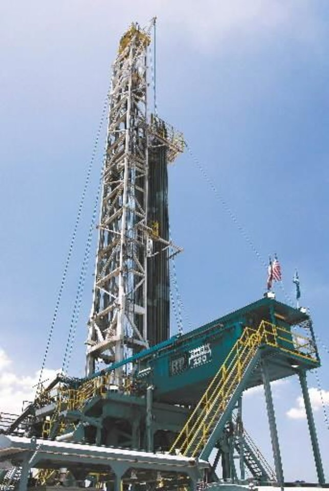 Photo - A Helmerich & Payne FlexRig3 drills for natural gas near Fort Worth for Oklahoma City-based  Devon  Energy Corp.  Devon and H&P executives say the high-tech FlexRigs improve safety and efficiency on difficult drilling sites, such as the Barnett Shale in north Texas.