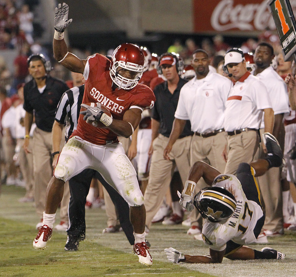 Photo - Oklahoma's Dominique Whaley (8) goes down the sideline past Missouri's Matt White (17) during the college football game between the University of Oklahoma Sooners (OU) and the University of Missouri Tigers (MU) at the Gaylord Family-Memorial Stadium on Saturday, Sept. 24, 2011, in Norman, Okla. Photo by Chris Landsberger, The Oklahoman