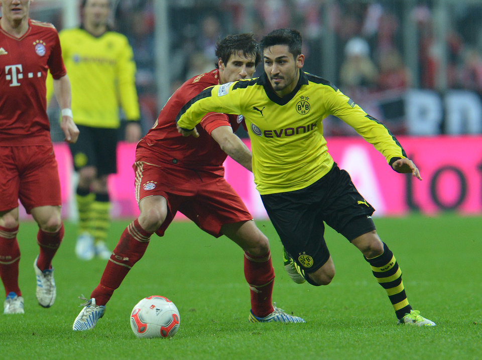 Photo - Bayern's Javier Martinez of Spain, left, and Dortmund's Ilkay Guendogan challenge for the ball during the German first division Bundesliga soccer match between FC Bayern Munich and Bourussia Dortmund  in Munich, Germany, Saturday, Dec. 1, 2012. (AP Photo/Kerstin Joensson)