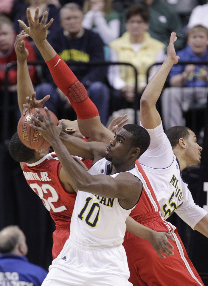 Photo -   Michigan guard Tim Hardaway Jr. battles for a rebound against Ohio State guard Lenzelle Smith, Jr., left, and forward Jared Sullinger in the first half of an NCAA college basketball game in the semifinals of the Big Ten Conference tournament in Indianapolis, Saturday, March 10, 2012. At right is Michigan forward Jordan Morgan. (AP Photo/Michael Conroy)