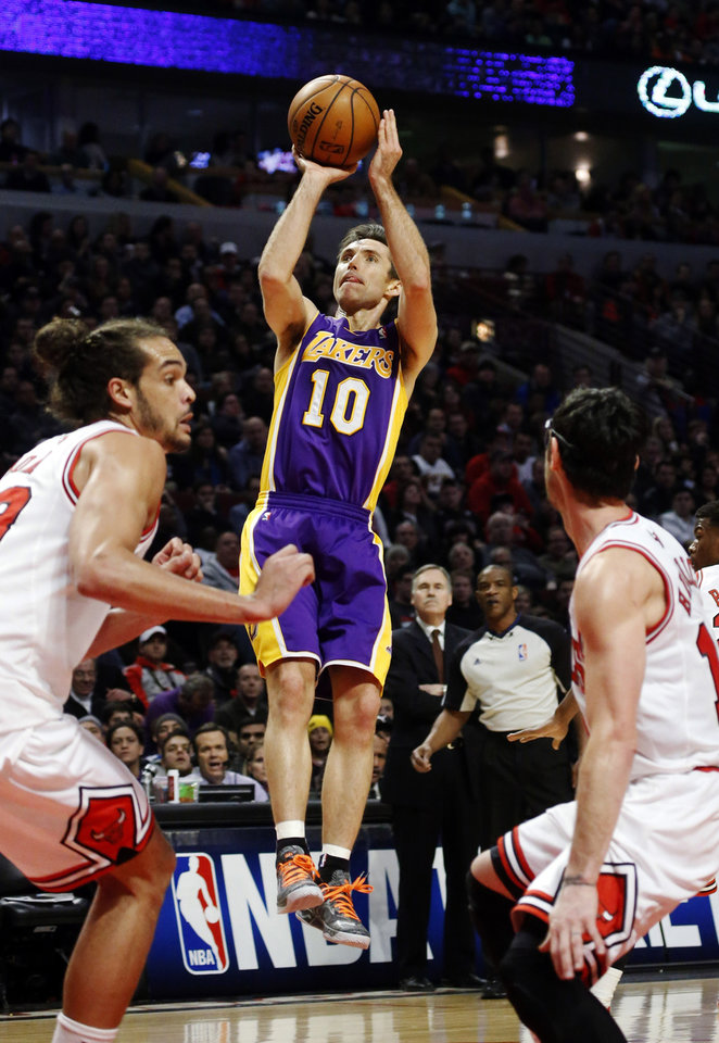 Los Angeles Lakers guard Steve Nash (10) shoots between Chicago Bulls center Joakim Noah, left, and guard Kirk Hinrich during the first half of an NBA basketball game, Monday, Jan. 21, 2013, in Chicago. (AP Photo/Charles Rex Arbogast)
