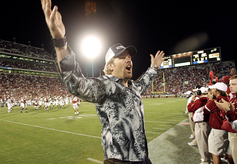 Photo - Toby Keith, Oklahoma fan and singer, tries to get the OU crowd to cheer on the final play of the game , in double-overtime, as OU defeated Baylor 37-30, during the University of Oklahoma Sooners (OU) college football game against Baylor (BU), at The Gaylord Family - Oklahoma Memorial Stadium, Saturday, October 22, 2005, in Norman, Oklahoma. by Bill Waugh/The Oklahoman.